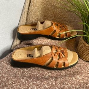 Cobbie Cuddlers brown sandals size 10